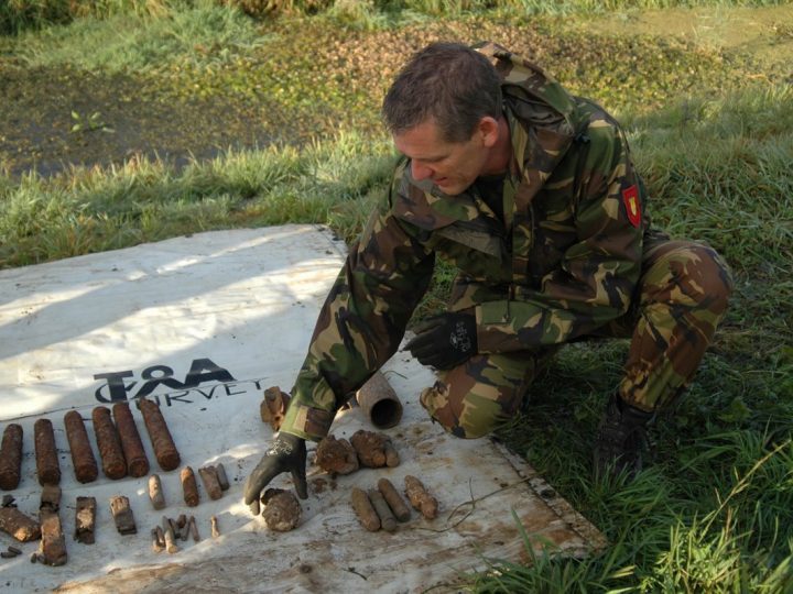 EOD brengt munitie tot ontploffing