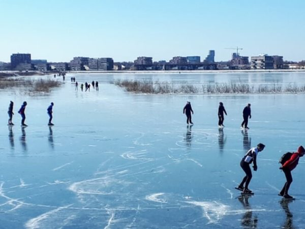 Glad ijs en een zonnetje, dat is schaatsen op de Nieuwe Driemanspolder